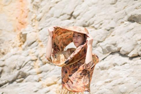 Robe et écharpe 100% Twill de soie, sérigraphie à la main, teinture végétale - garance, grenade - modèle unique fabriqué en France