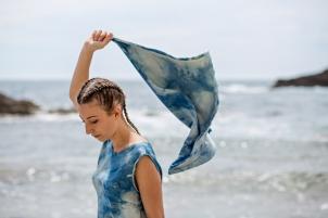 Robe et écharpe 100% Twill de soie - shibori - teinture végétale indigo - modèle unique fabriqué en France