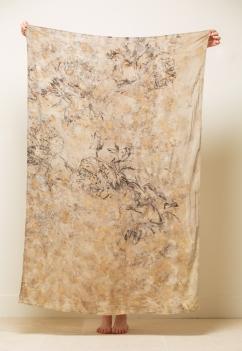 paréo en viscose teinture végétale et sérigraphie 115x160cm